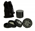 D-SMOKE HQ 4-Parts Grinder Black incl. Velvet Bag - Waterpijp-bong.nl
